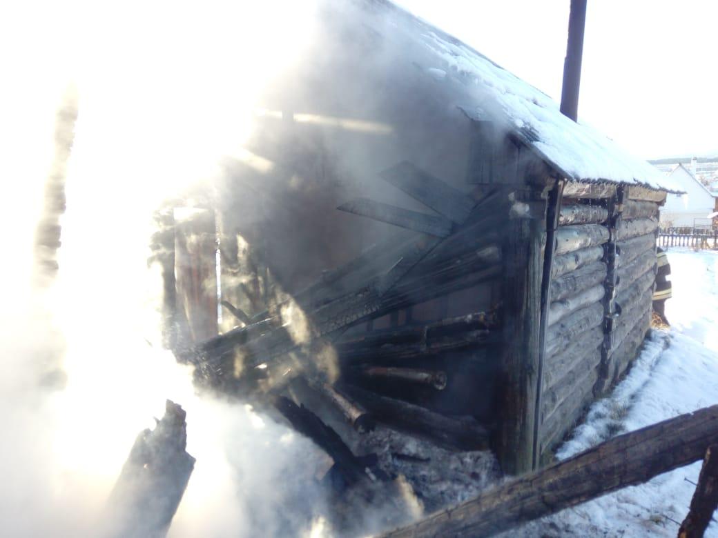 Тушение пожара в бане частного жилого дома