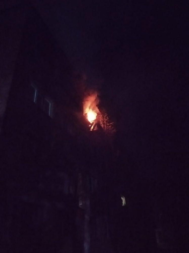 Тушение пожара в квартире жилого дома